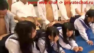 yaponskie shkolnicy polzuyuschiesya gruppovoi seks v klasse v seredine dnya (1)